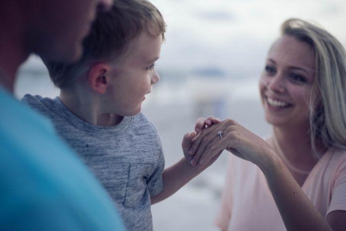 rosnijwsile.pl Jak dobrze zacząć dzień? Poranne nawyki ludzi sukcesu - spędzanie czasu z rodziną i bliskimi