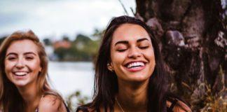rosnijwsile.pl Co robią najszczęśliwsi ludzie? 12 działań budujących szczęście
