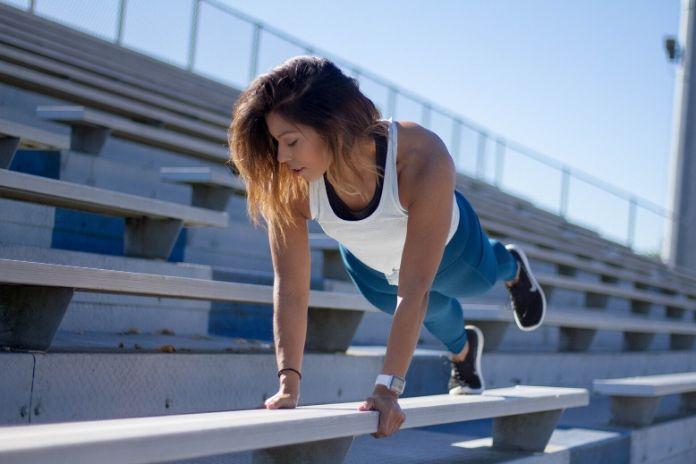 Trening - kiedy warto suplementować białako?