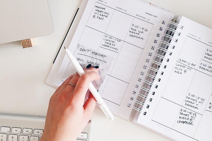 Jak zwiększyć swoją efektywność w pracy? Planuj z wyprzedzeniem