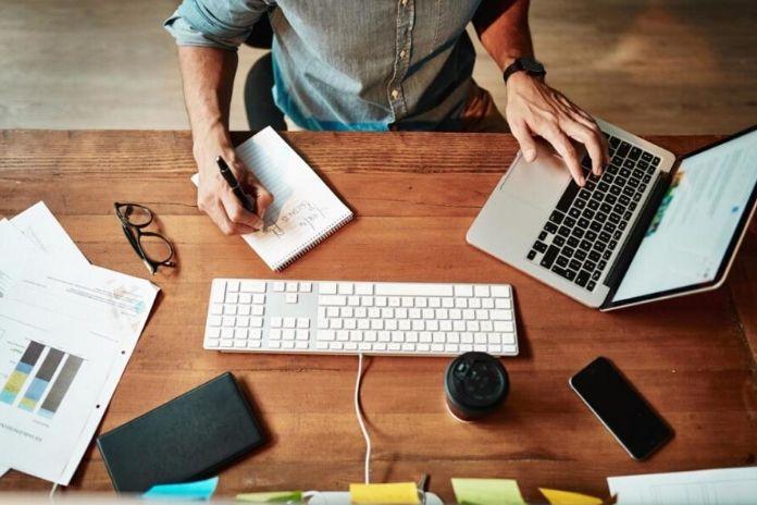 Jak zwiększyć swoją efektywność w pracy? Wykonuj jedno zadanie na raz