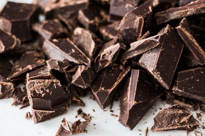 12 zdrowych produktów które zwiększają sprawność mózgu i umysłu - kakao i ciemna czekolada