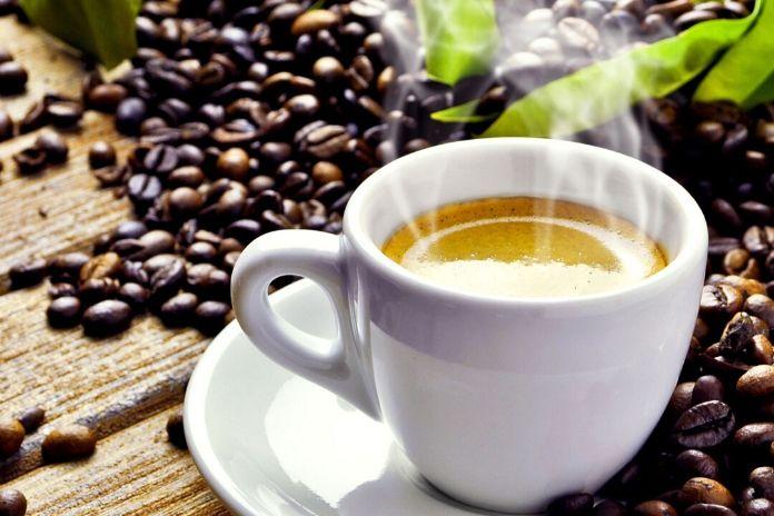 12 zdrowych produktów które zwiększają sprawność mózgu i umysłu - źródła kofeiny, kawa, herbata