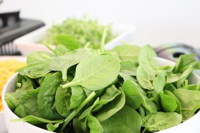 12 zdrowych produktów które zwiększają sprawność mózgu i umysłu - zielone warzywa