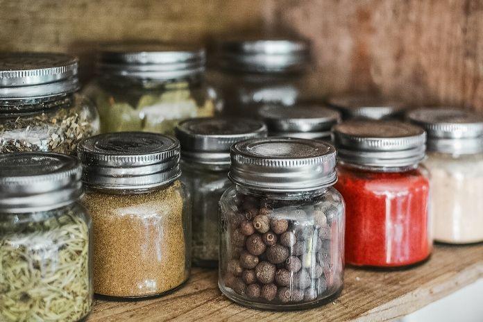 12 zdrowych produktów które zwiększają sprawność mózgu i umysłu - zioła i przyprawy