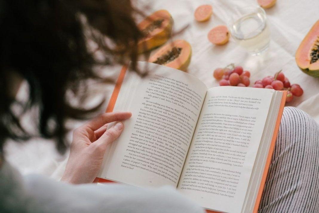 rosnijwsile.pl Dlaczego warto czytać książki? 9 głównych korzyści z czytania