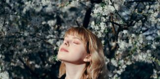 rosnijwsile.pl Jak żyć uważniej - tu i teraz? 10 korzyści z mindfulness i nawyków uważności