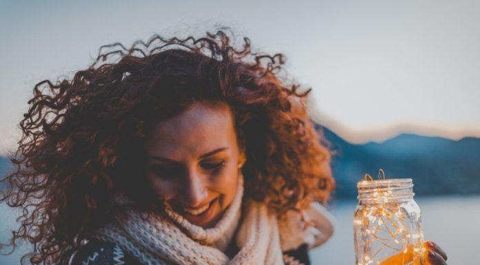 rosnijwsile.pl Cechy szczęśliwych ludzi. 17 pozytywnych cech, które budują szczęście.